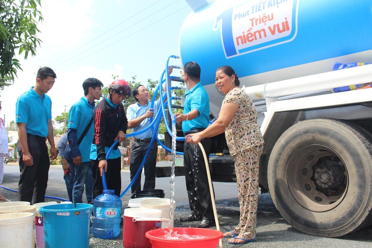 VBL Tặng nước sạch cho 2.500 hộ dân vùng khô hạn