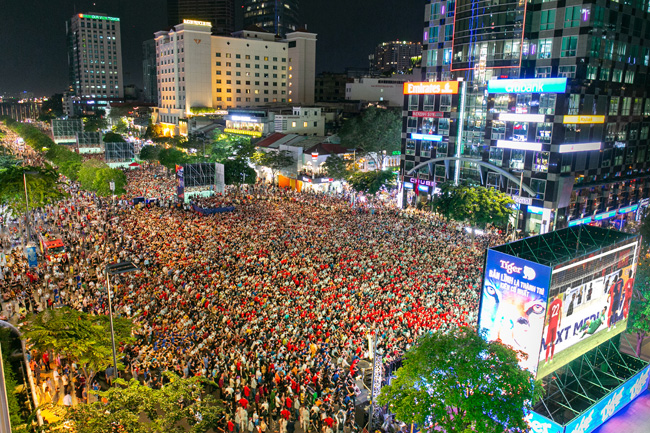 Tiger Beer is the main sponsor for the Nguyen Hue Pedestrian Street's live football screening for the World Cup 2022 Asian qualifying round and the 30th edition of the South East Asia (SEA) Games from November 14 to December 11, 2019